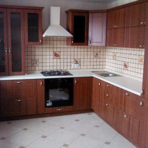 Кухня на заказ - фасад темное дерево
